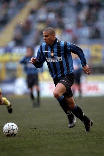 En Italia defendió al Inter de Milán de 1997 al 2002 pero la de AC Milán...