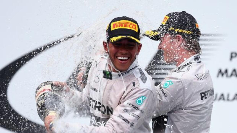 El piloto inglés acabó primero en Malasia, por delante de su coequipero...