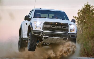 Imágenes de la nueva súper-pickup Ford Raptor 2017 en acción