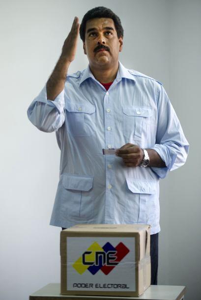 El candidato presidencial oficialista Nicolás Maduro afirmó que votó en...