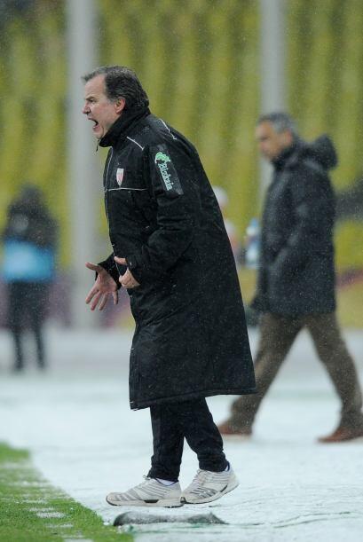 Marcelo Bielsa, entrenador del Bilbao, acabó más que moles...