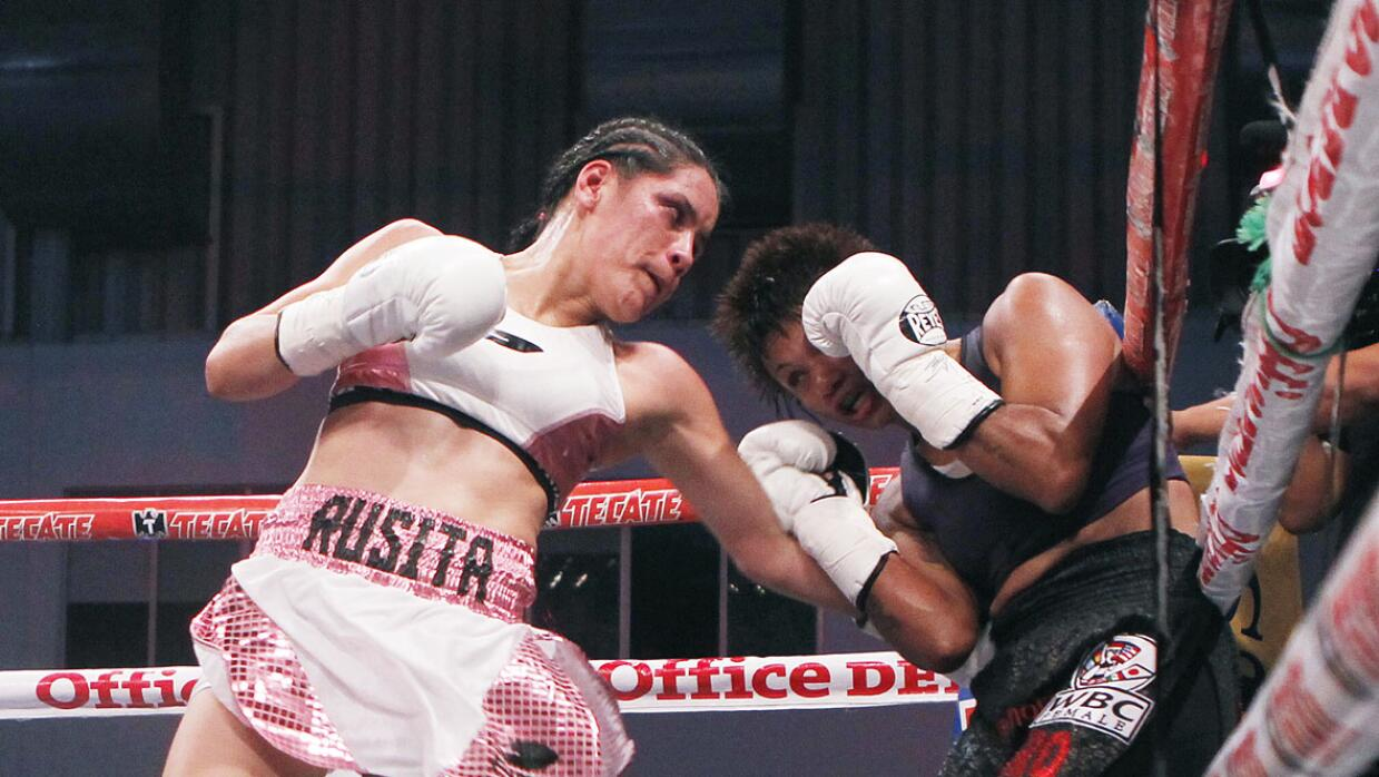 'Rusita' Rivas retuvo título supergallo CMB.