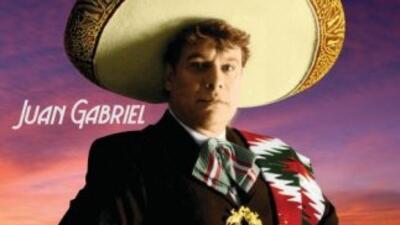 Juan Gabriel siempre lleva el orgullo mexicano a donde quiera que vaya.