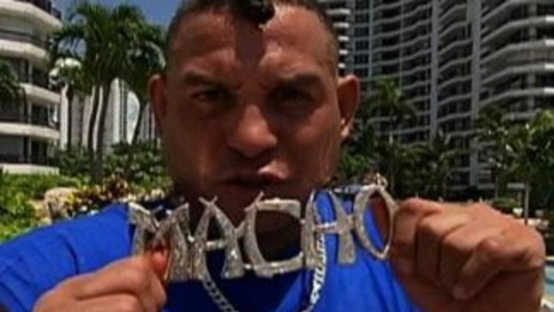 'Macho' Camacho está acusado de agresión infantil.