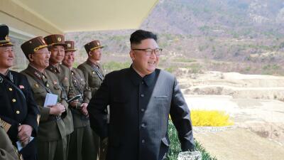 El líder norcoreano Kim Jong-Un en el desfile de las Fuerzas Espe...