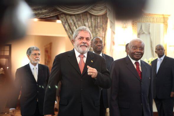 Asimismo Lula se reunió con el presidente de Mozambique Armando Guebuza...