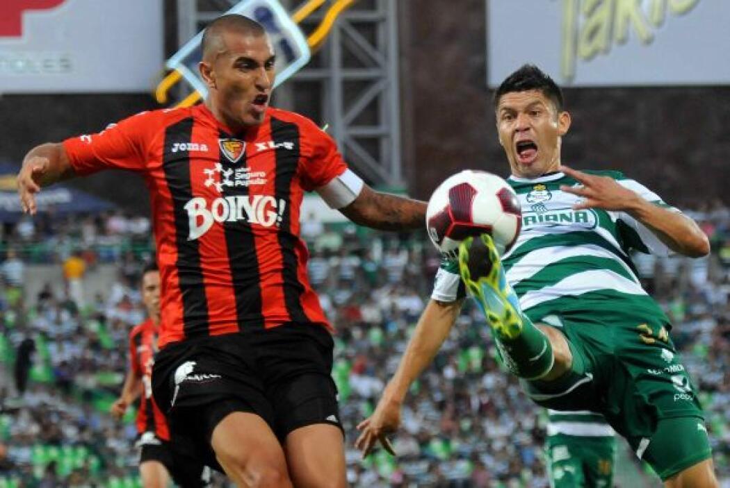 Santos sufrió mucho pero derrotó al Jaguares 2-1 tras lograr el ansiado...