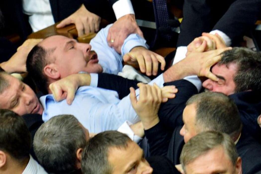 Uno de los parlamentarios tuvo que ser atendido en un hospital por una i...