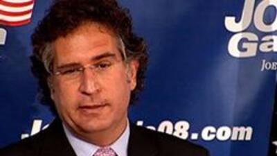 García es demócrata y ex miembro de la Fundación Nacional Cubano-Estadou...