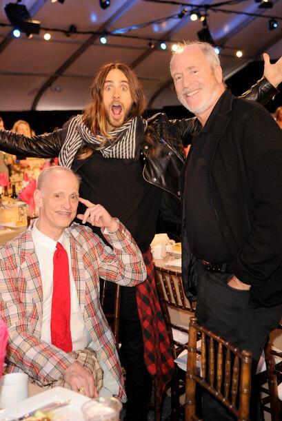 Jared Leto se divierte con el cineasta John Waters.  Mira aquí los video...