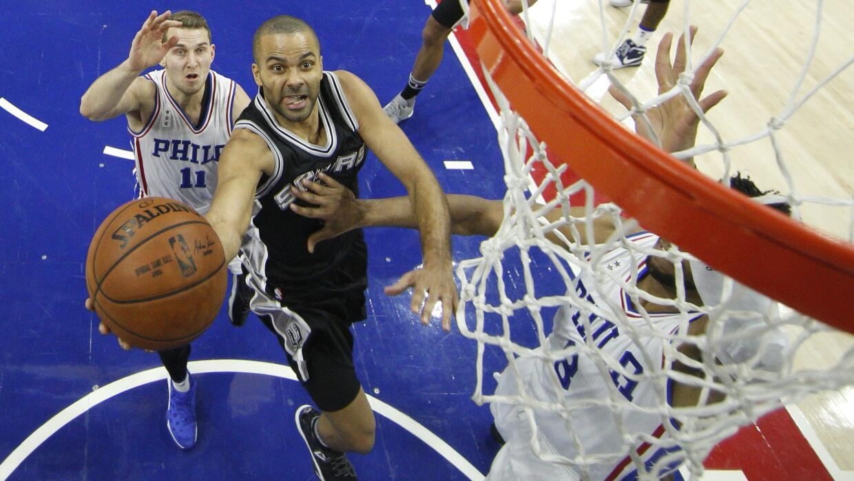LaMarcus Aldridge lideró a los Spurs con 26 puntos y nueve rebotes.