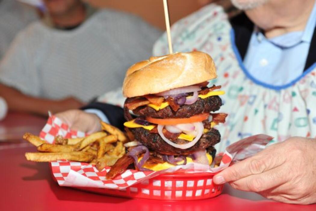 El Gordo porque es muy aventurero probó las hamburguesas del restaurante...
