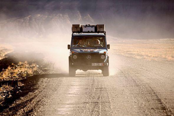 Su camioneta todo terreno es una parte fundamental en su travesía...