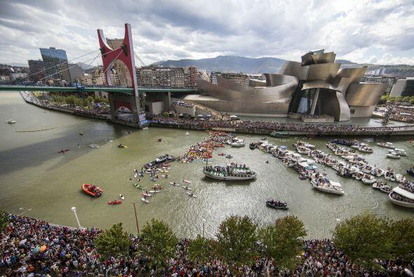 52,000 personas se congregaron en las inmediaciones del Puente de la Sal...