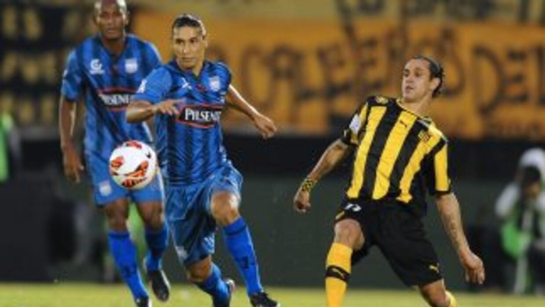 Peñarol logró un ajustado pero importante triunfo de local ante Emelec q...