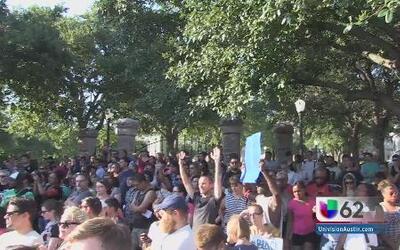 Manifestantes se solidarizan con las protestas en Ferguson
