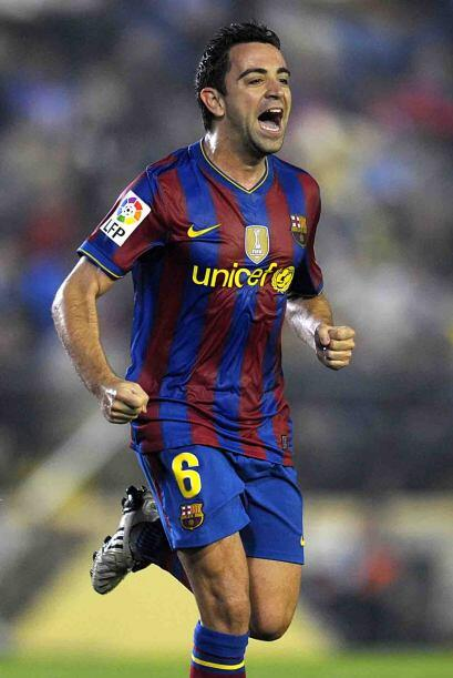 Xavi, capitán blaugrana, convirtió un golazo de tiro libre.