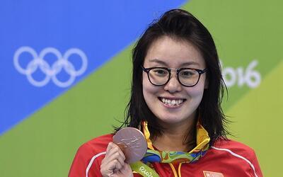 Fu Yuanhui con la medalla de bronce que ganó por sorpresa tras qu...