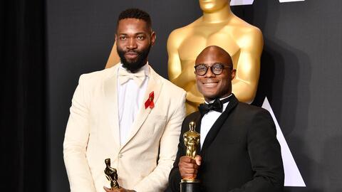 El director Barry Jenkins (derecha) y el autor de la obra que la inspir&...
