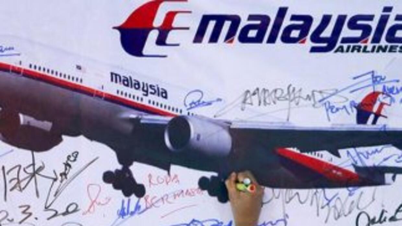 Autoridades de Australia dicen que el avión de Malaysia volaba con el pi...