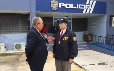 FBI diligencia órdenes de arresto contra policías