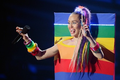 Miley fue una controvertida maestra de ceremonias.