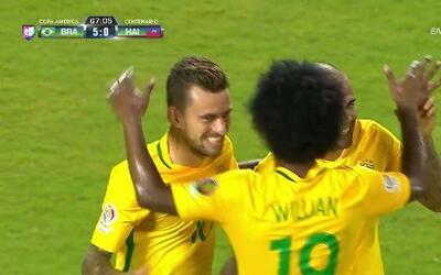 Gooool!!! Lucas Rafael Araujo Lima remata de cabeza y anota para Brasil