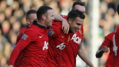 Rooney y Van Persie hicieron dos de los tres goles del Manchester United.