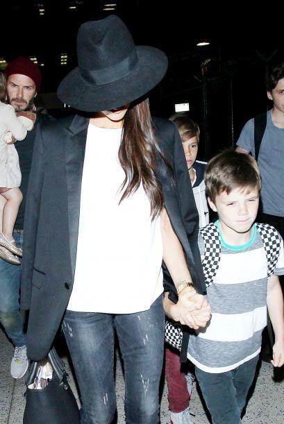 Victoria llevaba de la mano al pequeño Romeo.Más videos de...