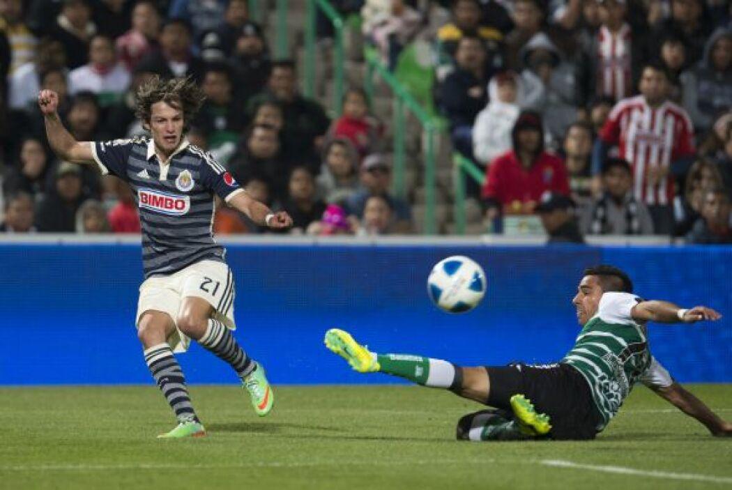 Carlos Fierro: El jugador de Chivas de mantiene de volante por derecha y...