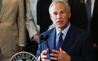 Gobernador de Texas revela que recortará los fondos otorgados al Condado...