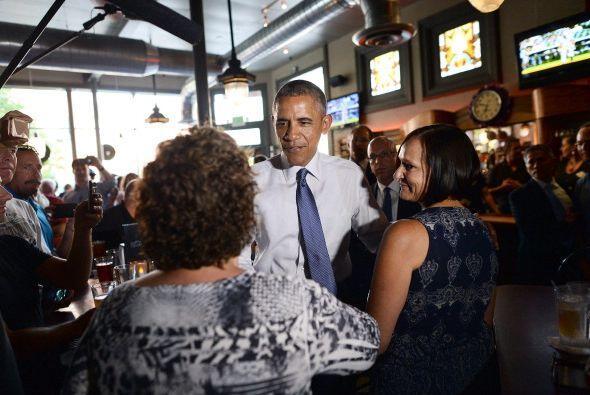 Luego se dirigió a su reunión entre pizza y cervezas, actuando con mucha...