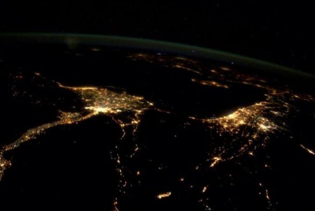 El Cairo  , Tel   Aviv  , Beirut   se desvanecen en   Chipre   y   el es...