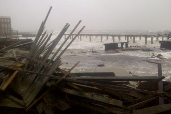 La furia del Huracán Sandy ya se hizo sentir en la costa de Nueva...