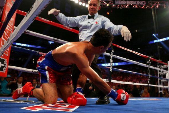 El dominicano estaba en malas condiciones y el réferi detuvo el combate.