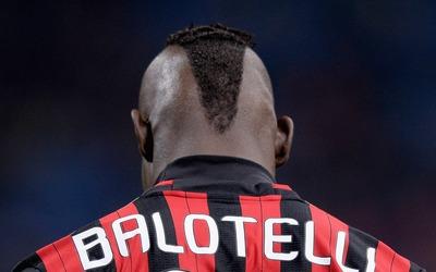 Mario Balotelli tendrá que medir su comportamiento para seguir con el Milan