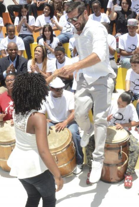 Con gran felicidad y energía Ricky Martin inauguró este centro cultural,...