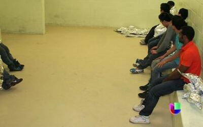 """La realidad de las """"hieleras"""" o celdas de la patrulla fronteriza"""