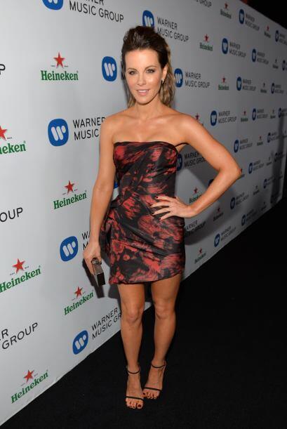 Kate luce maravillosa y sigue su reinado como una estrella de las cintas...