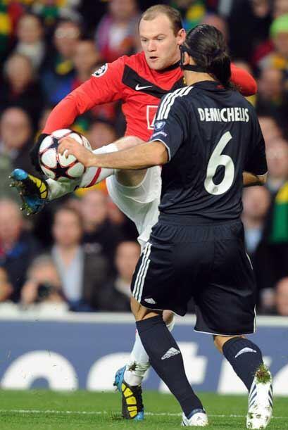 La gran sorpresa del choque fue ver como titular a Wayne Rooney, de quie...