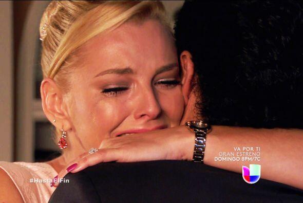 ¡Ojalá dejes tantas penas y descubras que estás muy enamorada de Salvador!