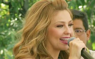 Thalía tuvo una sonrisa de oreja a oreja cuando de encontró con sus fans...