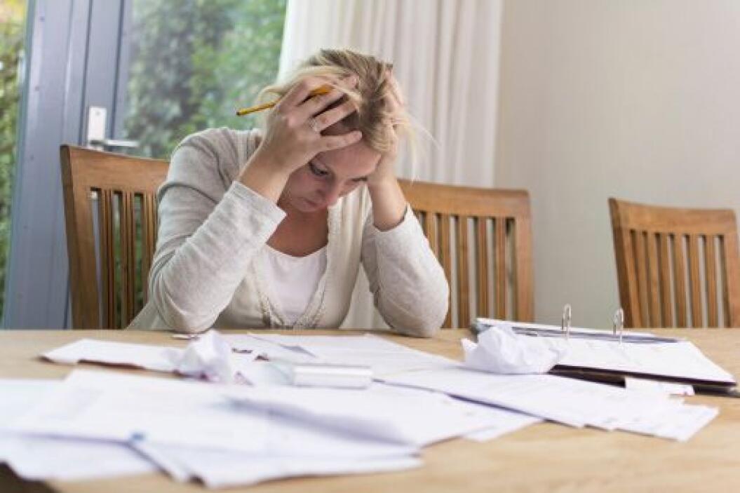 Los consumidores pagan $2.4 mil millones al año en cargos por retraso de...
