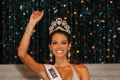 Zuleyka es la 5ta reina puertorriqueña que gana la corona de Miss Universo.