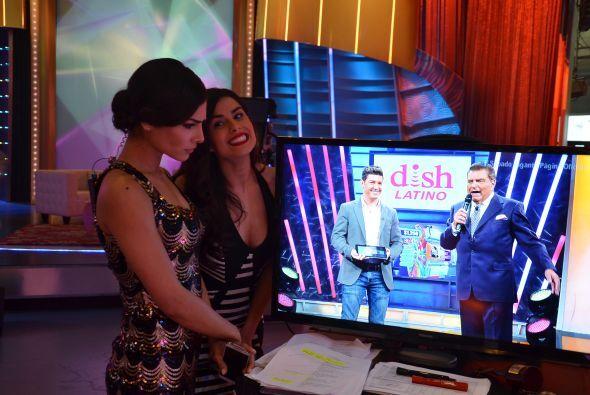 Y mientras ella ponía atención a lo que sucedía en pantalla, Vanessa se...