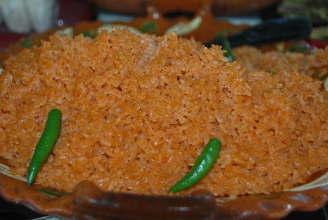 Arroz rojo. A la preparación tradicional se le agrega caldo de tomate y...