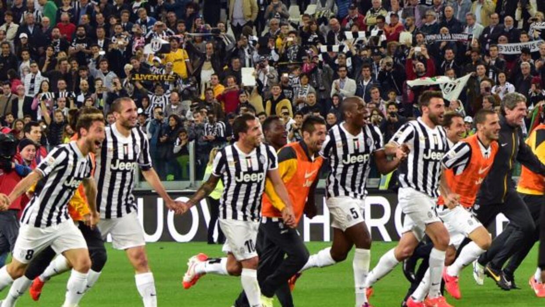 Los jugadores de la 'Vecchia Signora' festejaron con su afición tras imp...