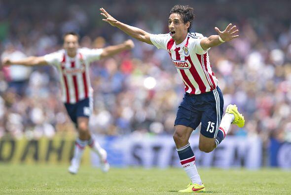 En el pasado torneo el delantero que más goles marcó para las Chivas fue...