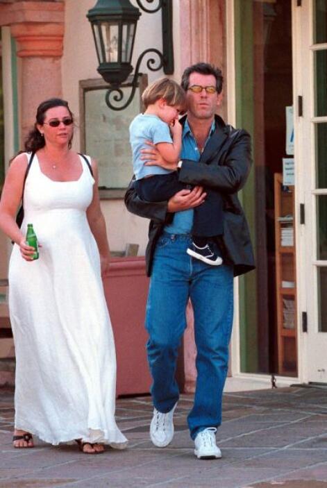 Pierce y Keely tienen dos hijos, Dylan y Paris.