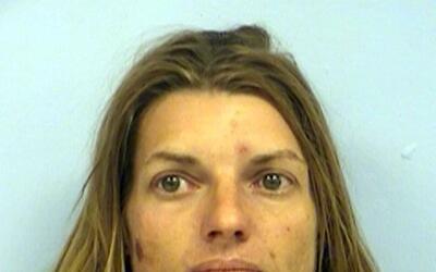 Carissa Chancey enfrenta cargos por abandonar a un menor de edad y poses...